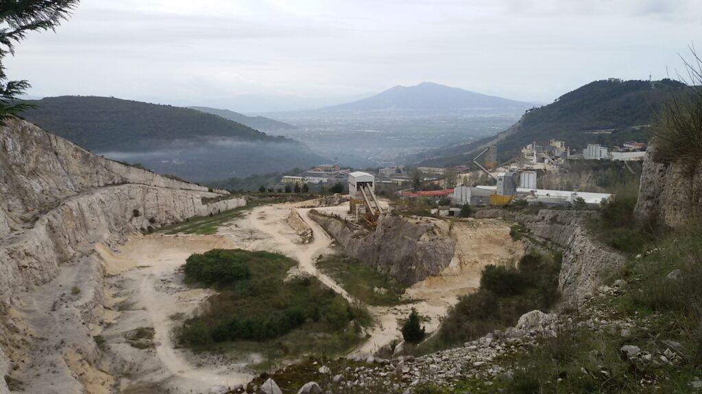 La Cava in località Garzano che il Comune vorrebbe utilizzare per il biodigestore